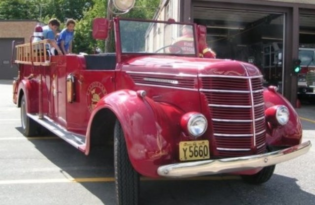 review image of Fire chief's car